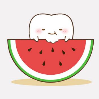 スイカを食べる歯のキャラクター|フリー歯科イラスト【歯科素材.com】