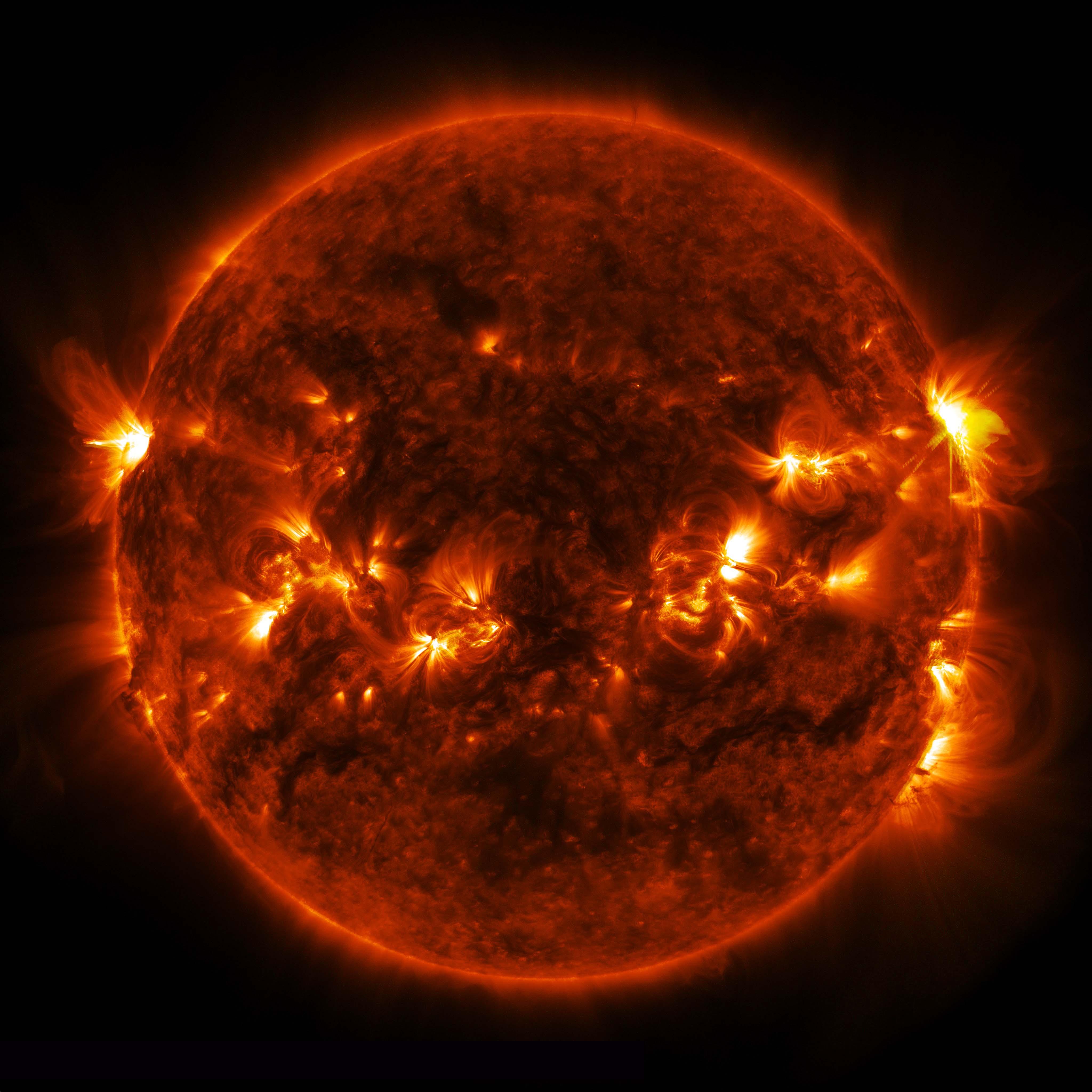 Mid Level Solar Flare Seen By Nasa S Sdo