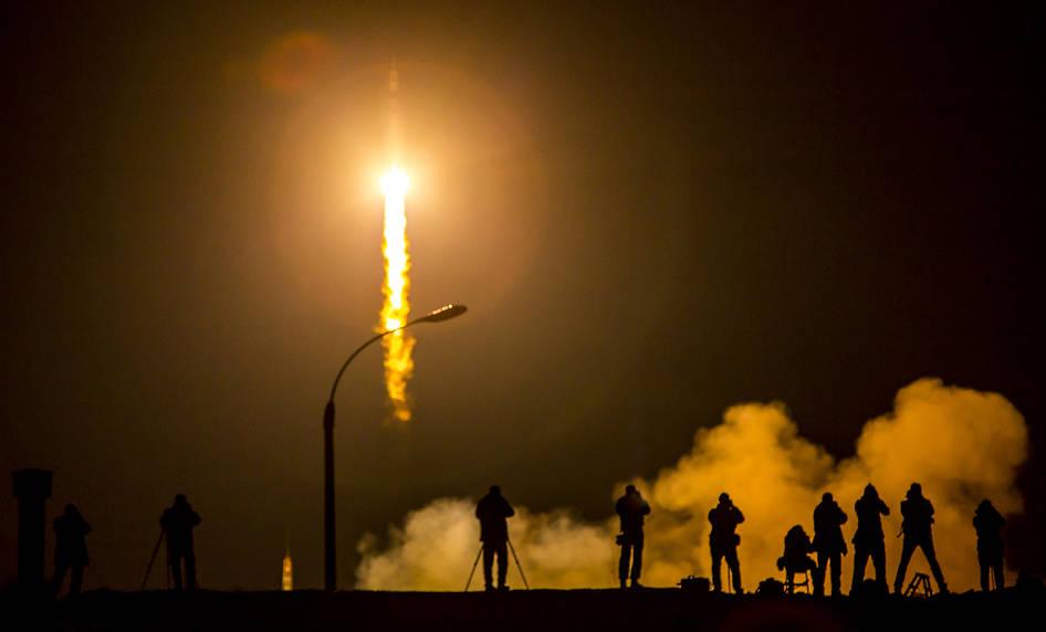 Запуск космічного корабля з космонавтами, що працюватимуть на МКС. 27.03.2015. (Фото: NASA/Bill Ingalls)