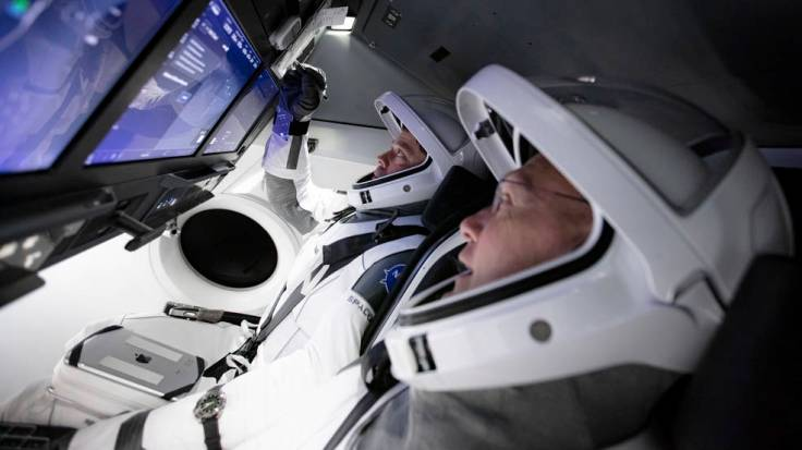 Teams practice a full simulation of launching and docking SpaceX's Crew Dragon spacecraft with astronauts.
