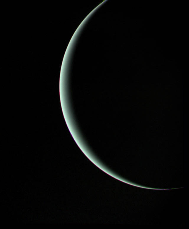 voyager_2_uranus_departure_crescent_jan_25_1986