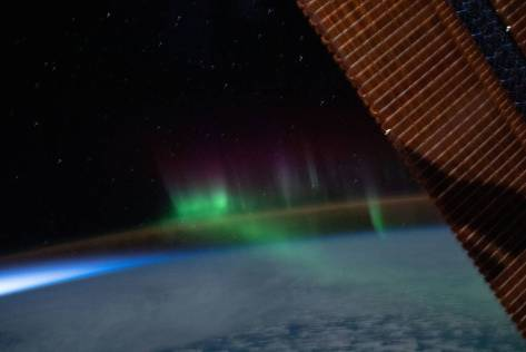 """A wispy """"aurora australis"""" intersects with the Earth's airglow"""