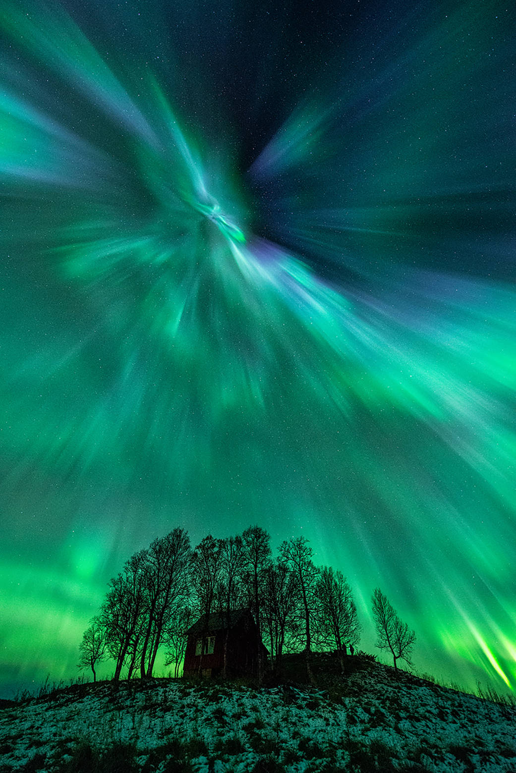 Fast Solar Wind Causes Aurora Light Shows