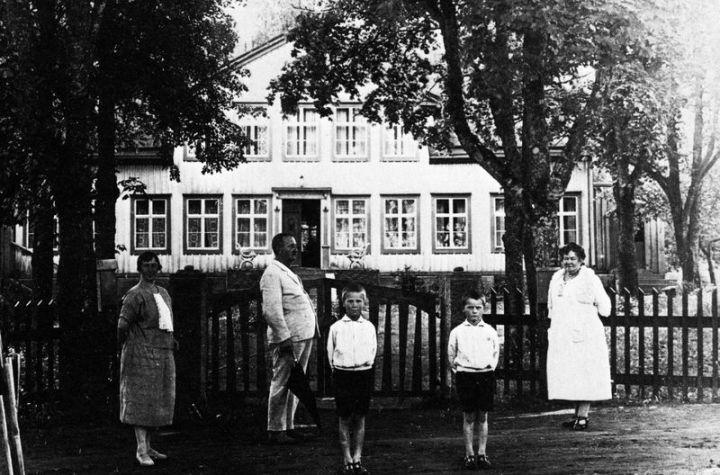 Fredrik henström med fru, dotter och barnbarn