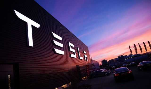 Tesla Is Building An Electric Pickup Truck