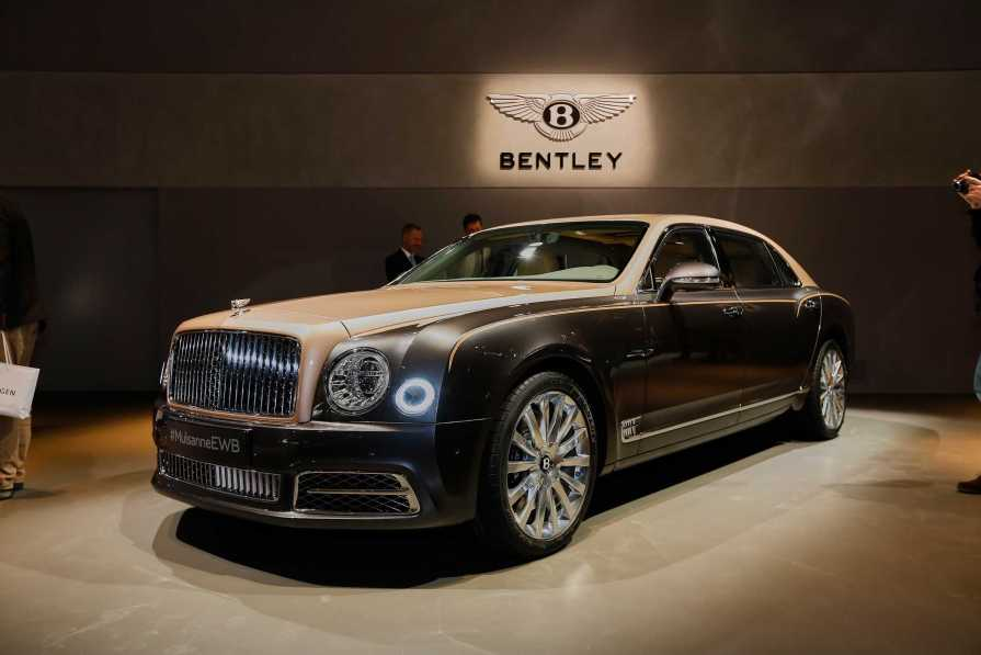 review specs do sedan cost how overview flying connection front bentley and l photos much spur car bentleys ratings angular view prices the exterior
