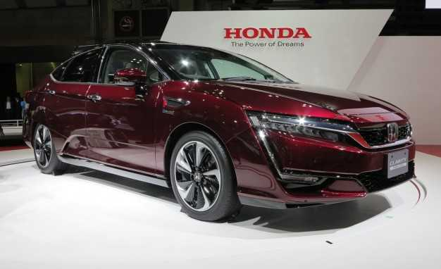 2017 Honda Clarity Manages To Outrun Any EV Model For Range