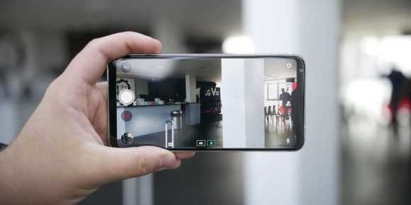LG V30 Rumored to Launch at MWC 2018 with LG Lens Technology