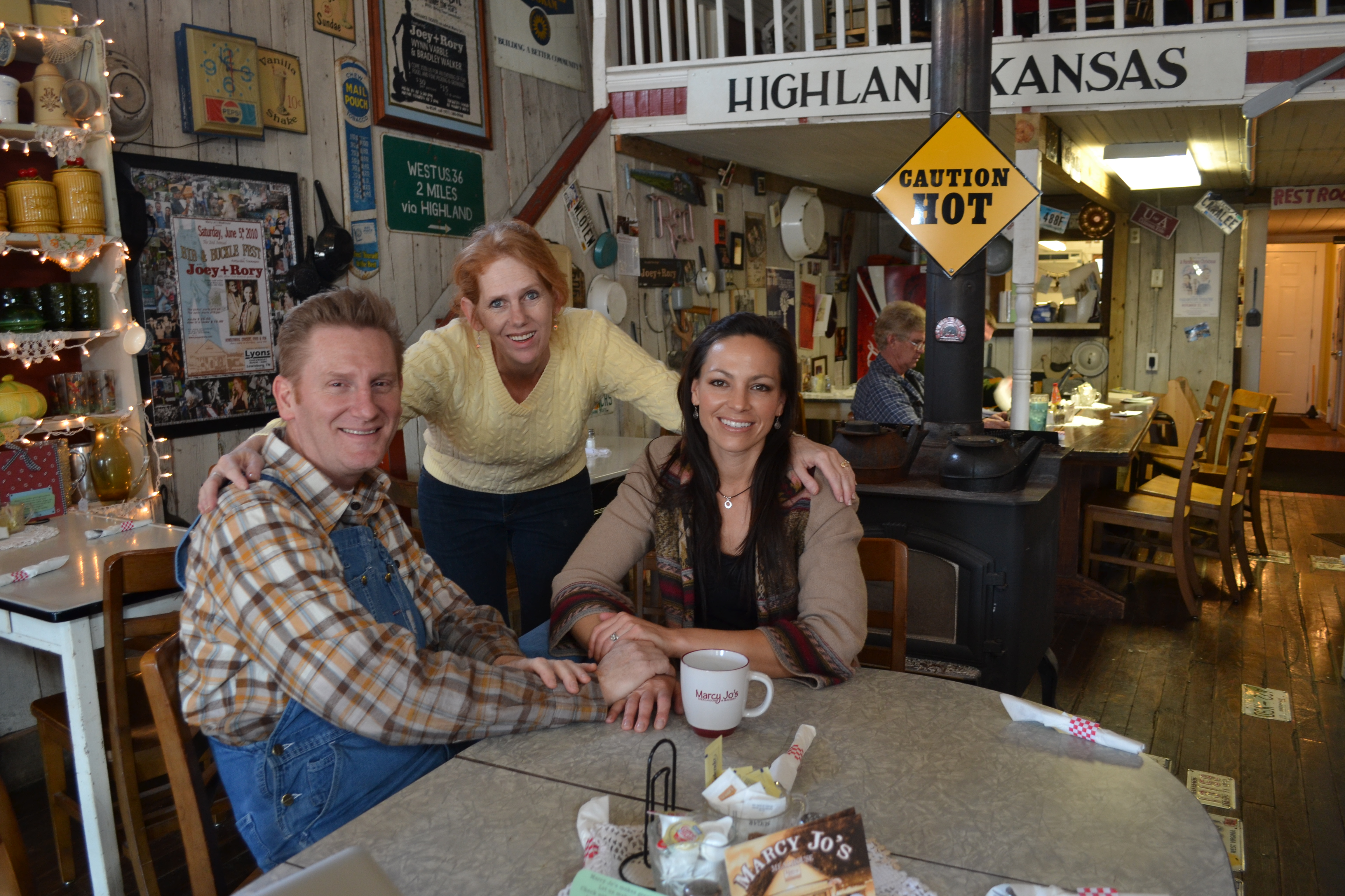 Rory Feek, Marcy Gary and Joey Martin gather at Marcy Jo's Mealhouse.