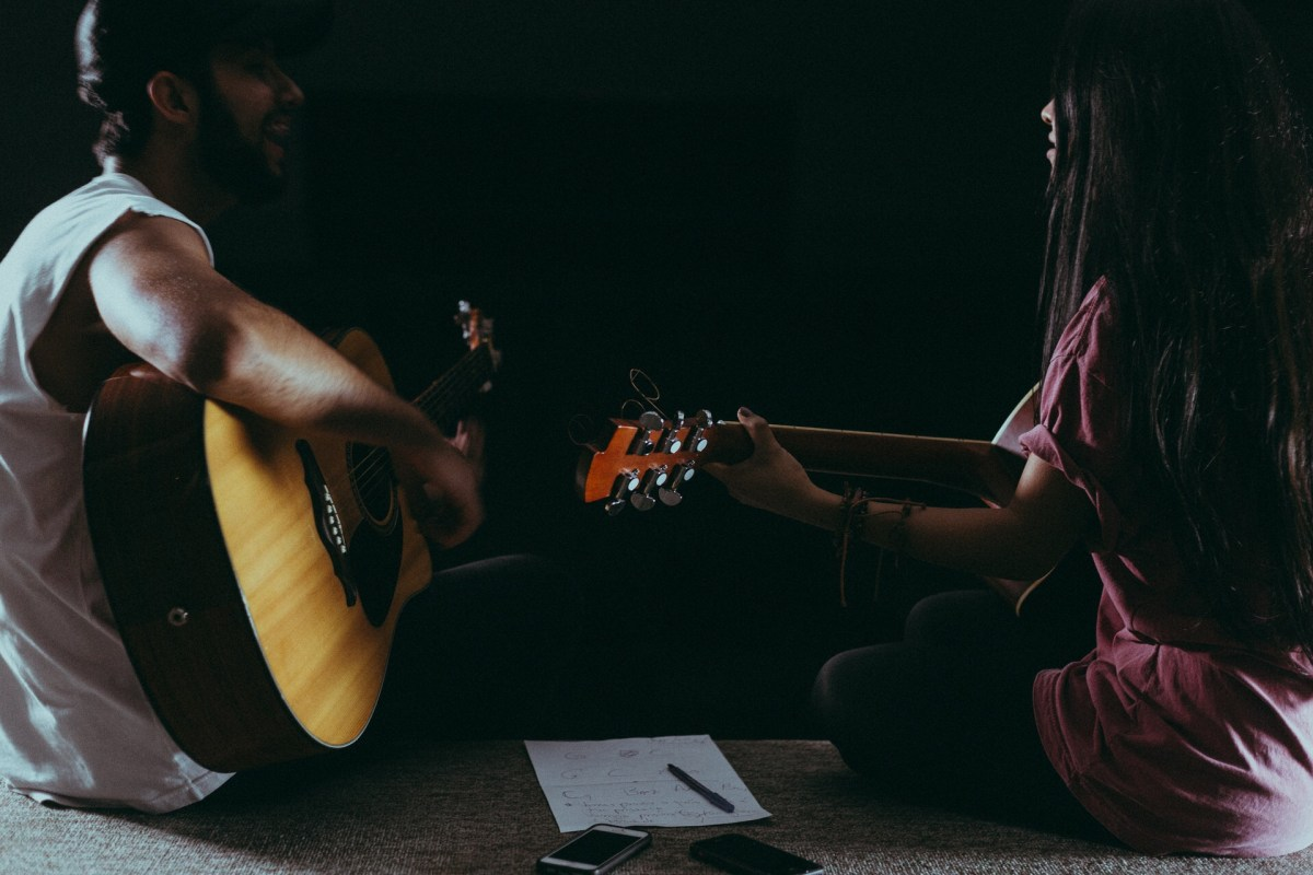 Why You Should Learn to Play The Guitar With Online Lessons