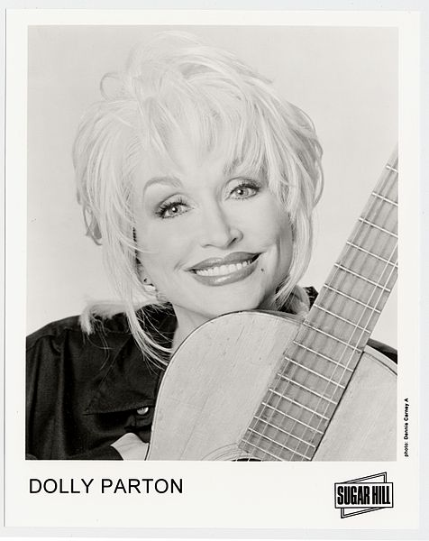Dolly_Parton_with_guitar