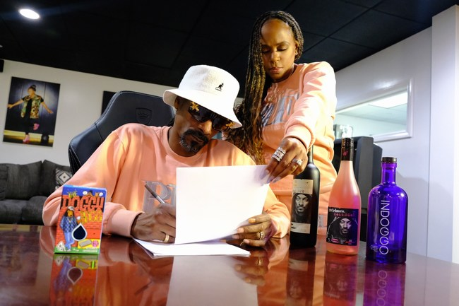 Snoop Dogg Wife Shante Broadus Manager