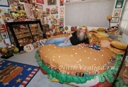 Кровать в форме чизбургера