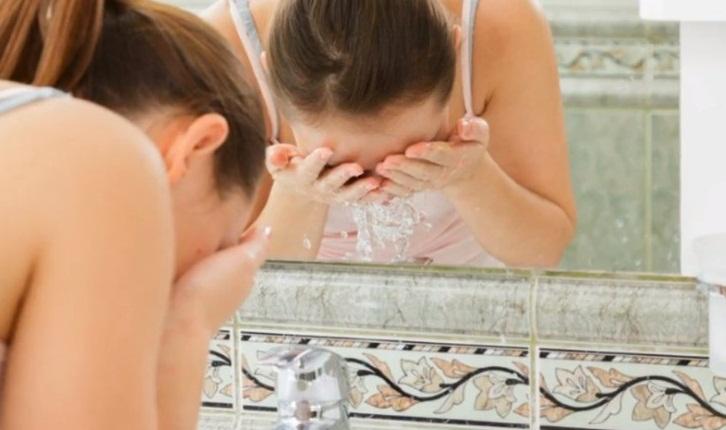 Yüzünüzü Yıkama Sırasında Yaptığınız 7 Hata
