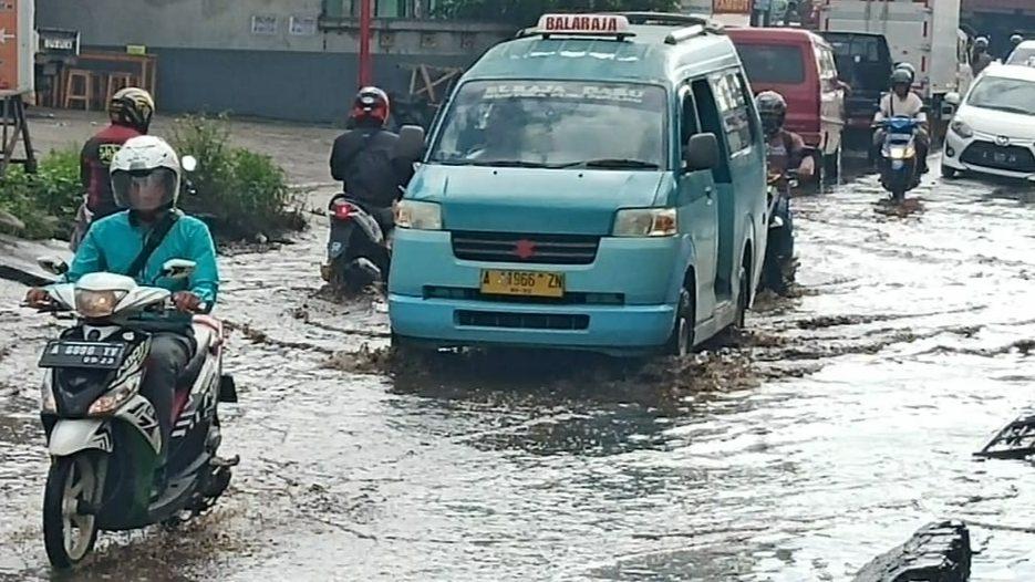 Banjir di jalan Aria Santika