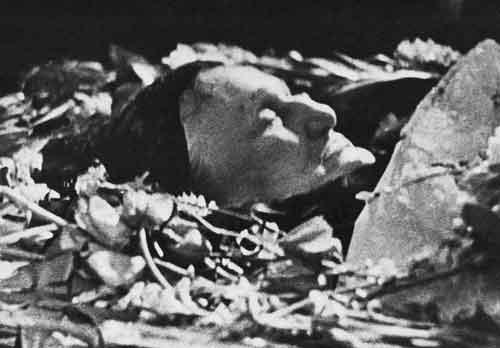 А. А. Ахматова на смертном одре