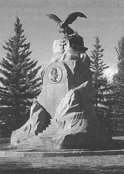 Памятник Н. М. Пржевальскому на берегу озера Иссык-Куль