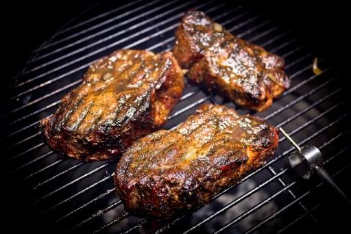 Griekse Pork steaks van de Barbecue zijn een afgeleide van de Pork Steaks van Miss Tootsie, bekend van Netflix inmiddels! Deze heerlijke variant op deze mooie pork steaks zijn een lust voor het oog en smaken bijzonder lekker!