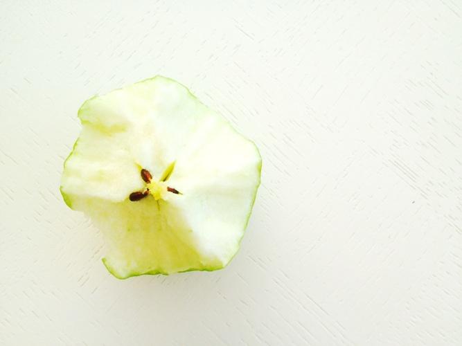jak-prawidlowo-jesc-jablko-2