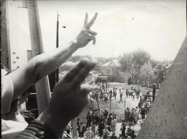 Podul-de-flori-6-mai-1990-15-foto-Valeriu-Oprea-BasarabiaBucovina.Info_