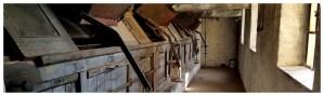 Wyłuszczarnia nasion w Klosnowie niedaleko Chojnic, stare pomieszczenia produkcyjne, maszyny