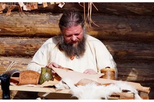 biskupin-piknik-zlot-Festyn-Archeologiczny-atrakcje-co-zobaczyć-oglądać-robić-impreza-rękodzieło-lokalne-wyroby-pamiątki-drobiazgi