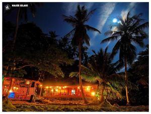 Noc na plaży w Koh Phangan – Tajlandia, księżyc nad palmami, atrakcja, zakątek, romantycznie, ciepło, turystyka, tanio,