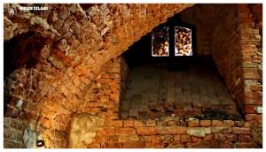 Okno w podziemiach z legendy o diable weneckim