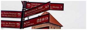 Drogowskaz do atrakcji turystycznych w Chełmnie