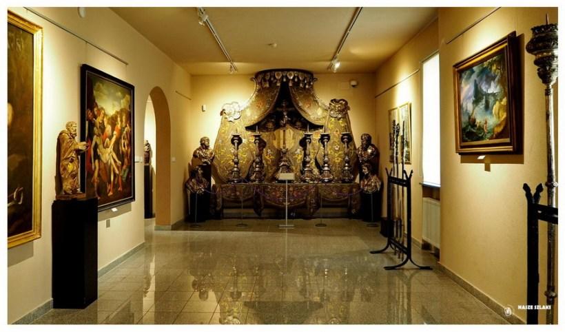 Gniezno-dawna-stolica-atrakcje-co-zobaczyć-wielkopolaska-katedra-drzwi-zwiedzanie-muzeum-archidiecezjalne