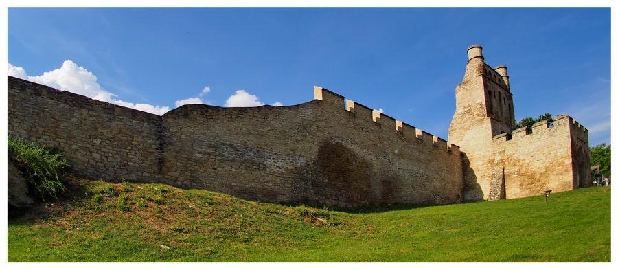 Mury obronne zamku w Szydłowie. Legenda Szydło to zbój. Atrakcje turystyczne i co zobaczyć.