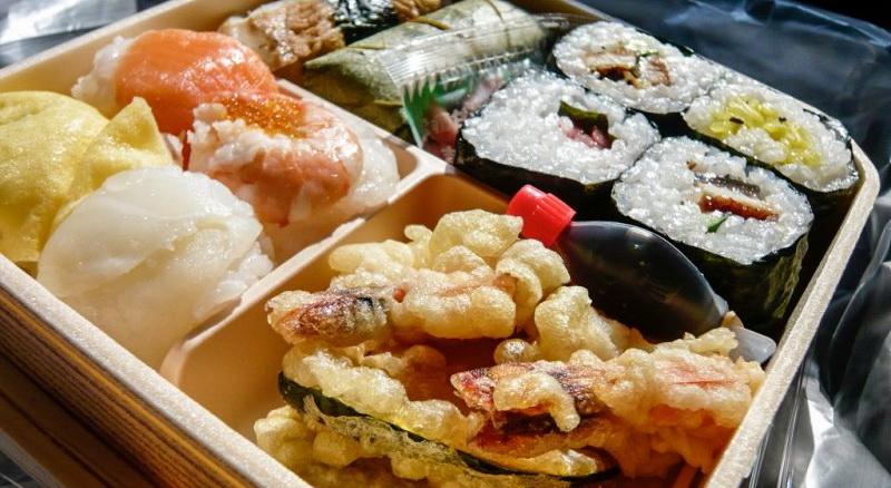 Ekiben w japońskim pociągu - jedzenie
