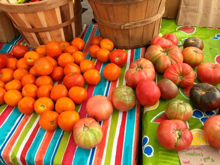 Farmers market tomatoes, Mama ía