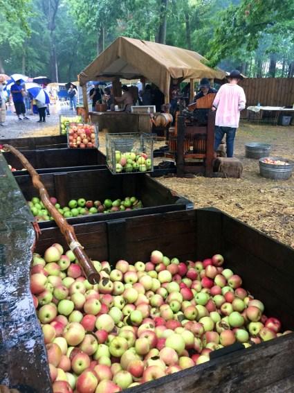 Apples, Johnny Appleseed Festival, Mama ía