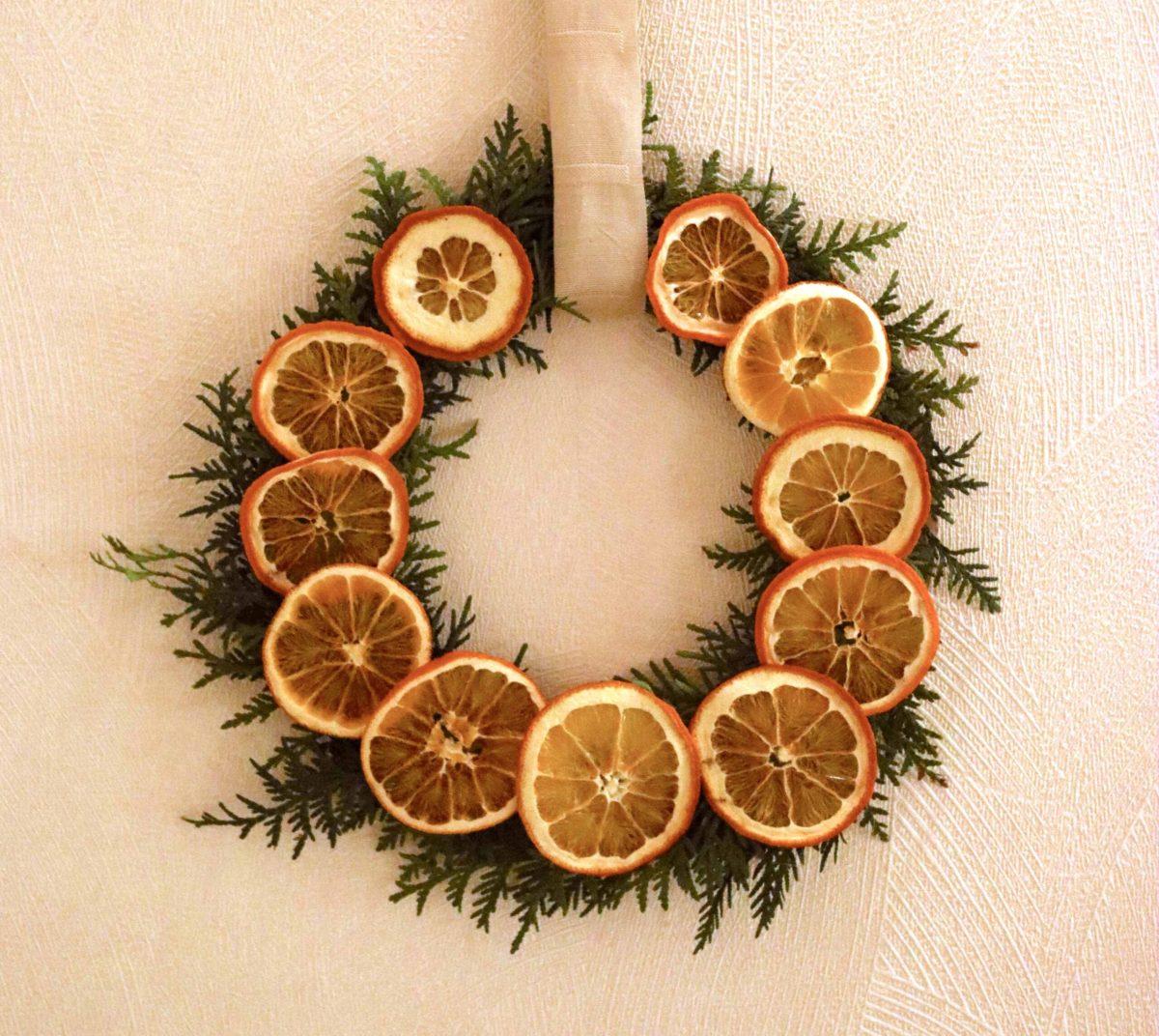 Natalia Lindberg - Wreath dried oranges cover Julklans med torkade apelsiner