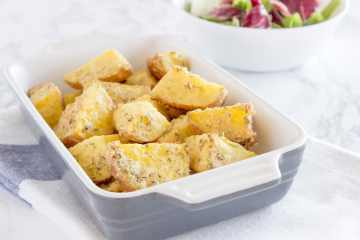 Super easy, healthy and delicious, roasted garlic parmesan potatoes baked in the oven seasoned with aromatic spices. It's perfect low-calorie meal, full of nutrients. CLICK to read more or PIN for later!