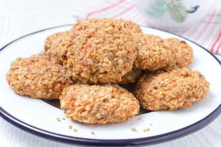 Healthy wholegrain Carrot Cake Oatmeal Cookies filled with oats, grated carrots, ginger, and walnuts. These cookies are low-fat, refined sugar-free, kid-friendly and super easy to make. Perfect breakfast or snack. NATALIESHEALTH.COM #sugarfree #healthy #easy #snack #breakfast #cookies #easter #spring
