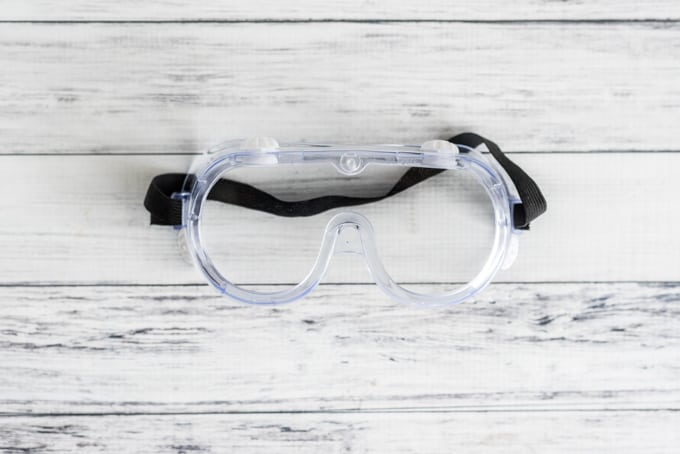 safety-glasses-for-cutting-glass