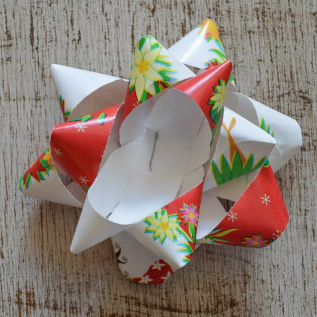 How To Make A Gift Bow From Wrapping Paper
