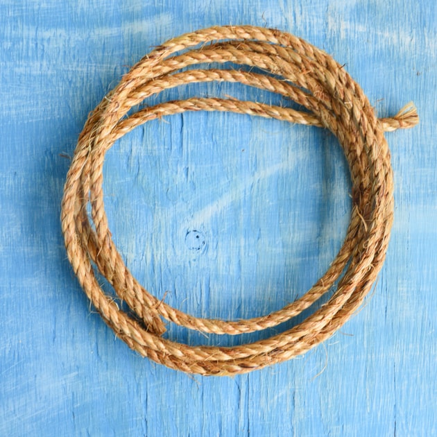 10 feet of manila rope