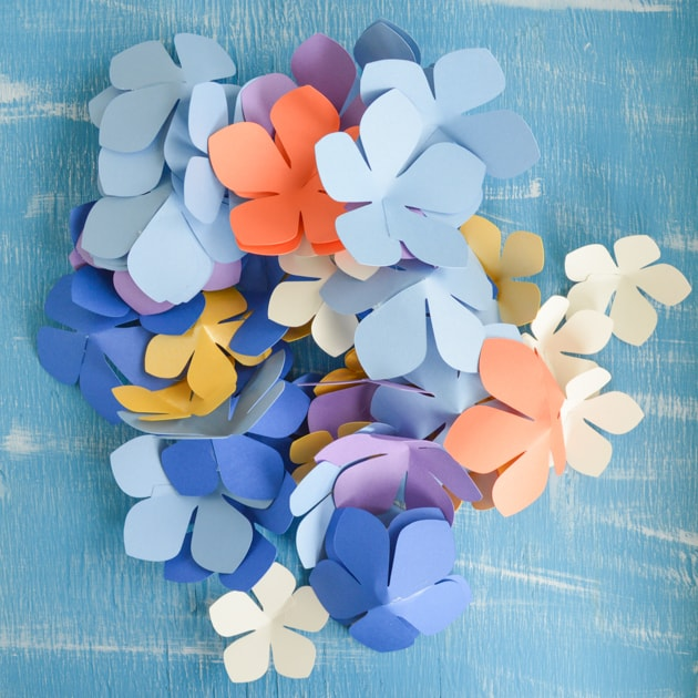 Diy paper flower garland lei tutorial with free printables and glued paper flowers mightylinksfo