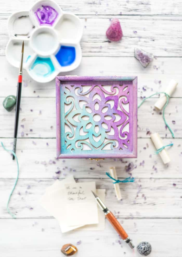 how to make a manifestation-gratitude box