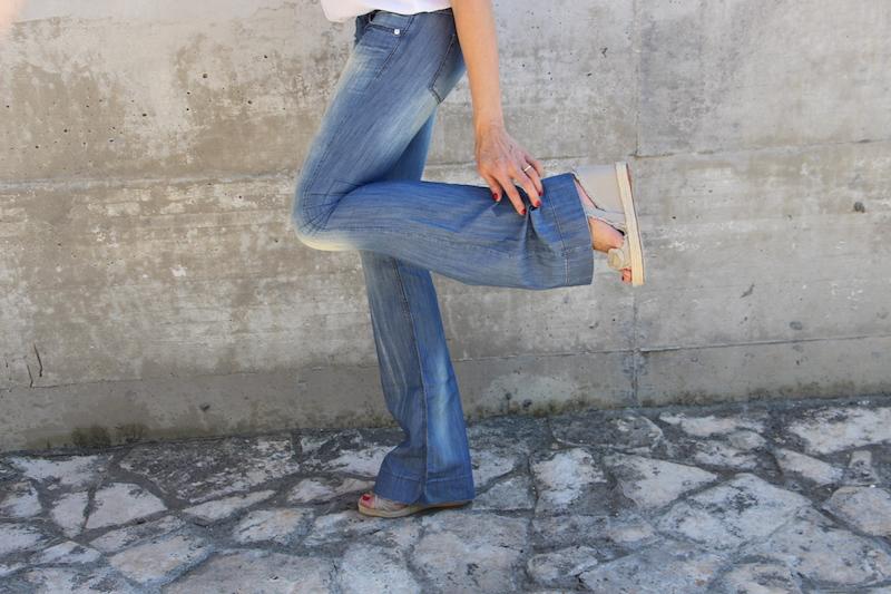 Come Scegliere i Jeans Adatti al Tuo Corpo a zampa
