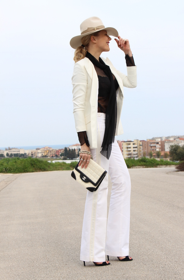 Look chic black and white pantalone