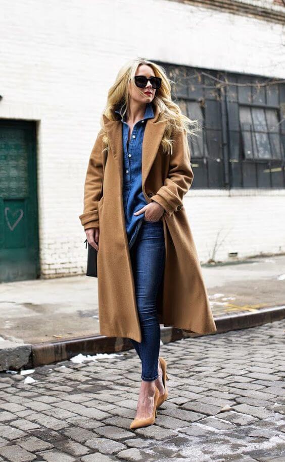 Come portare bene i jeans dopo i 40 cappotto