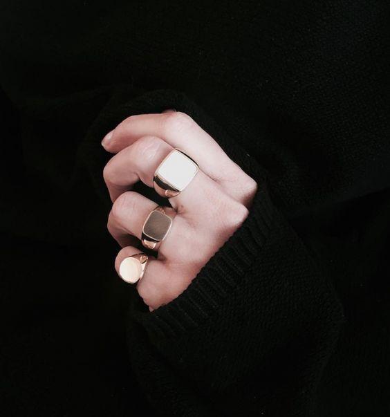 I 7 bijoux che ogni donna dovrebbe avere anelli