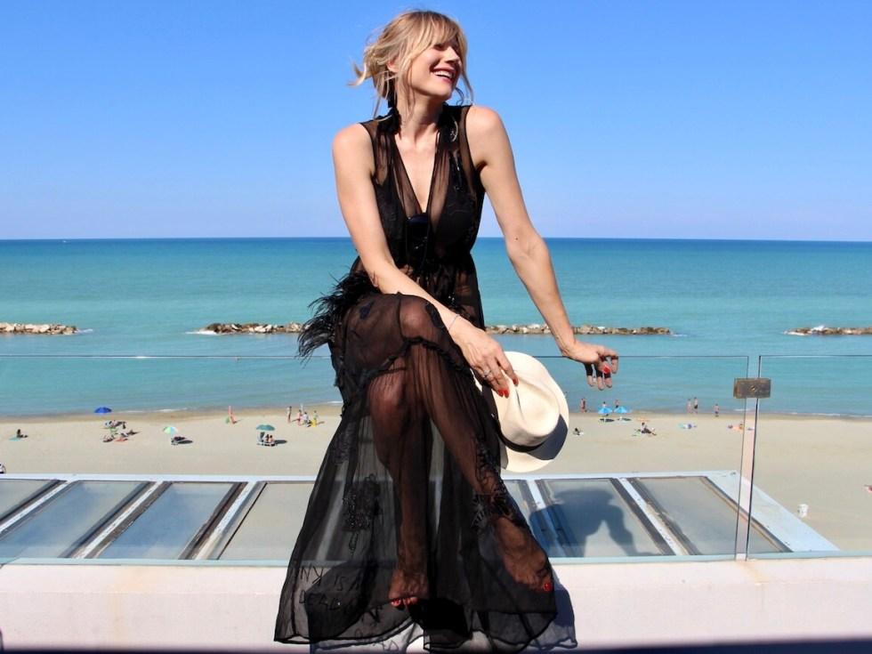 7a86b5f705ce Come vestirsi per la spiaggia  I look da copiare