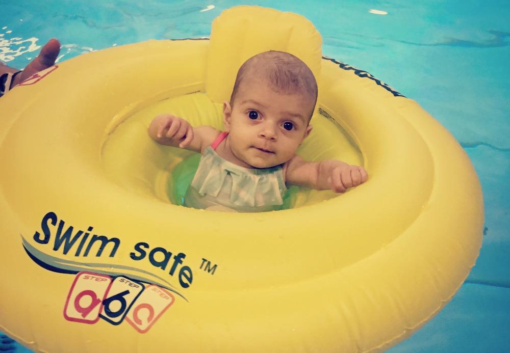 Voor het eerst zwemmen met Isabelle