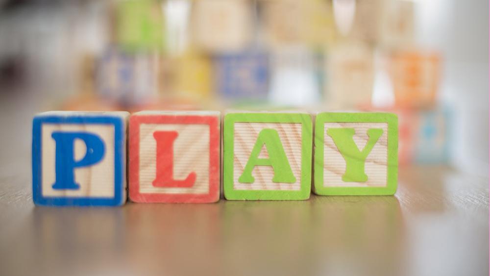 Waarom ons kind naar het kinderdagverblijf gaat terwijl er iemand thuis is