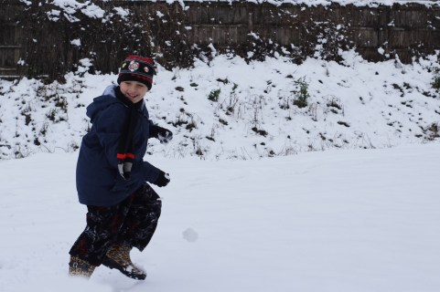 Tomás Mckeithen (6 years old) playing in the snow for the first time ever